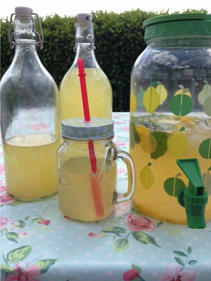 Frisse zelfgemaakte zomerse limonade – Yummy Mommy