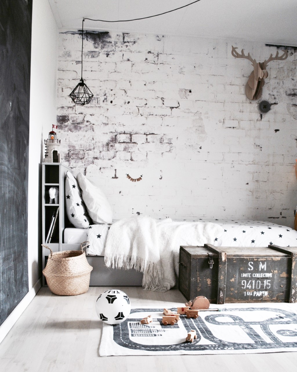 Stoere jongenskamer in vtwonen stijl instaroom coolest for Behang kamer