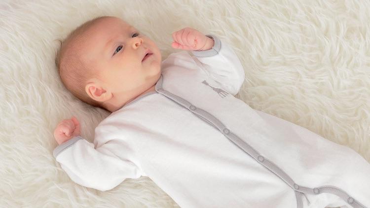 Super cute kraamcadeau: de newborn giftset van Sophie de Giraf