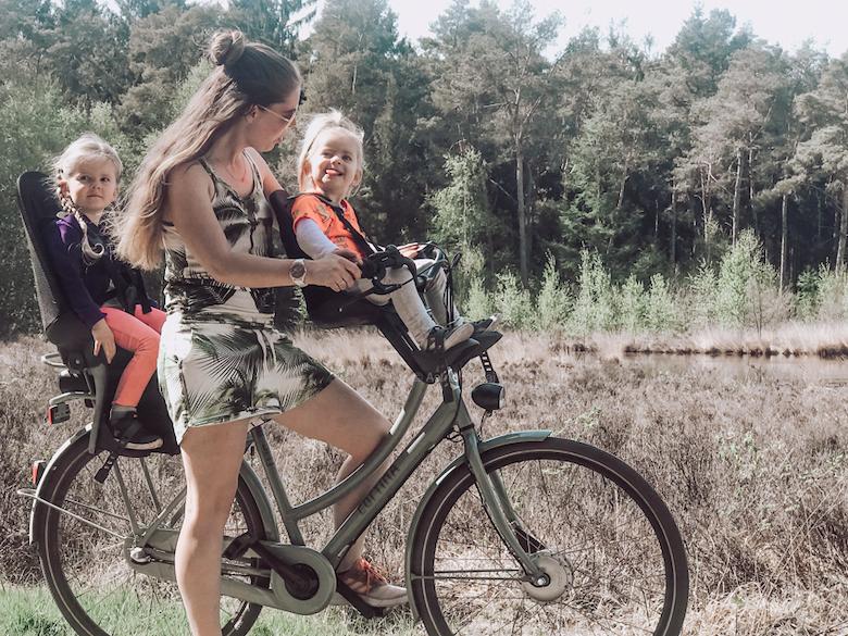 Heerlijk fietsen met de lichtgewicht Qibbel Air stoeltjes